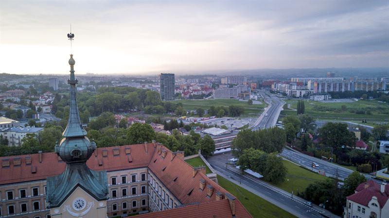 Ustawa o samorządzie gminnym i wynikający z niej podział kompetencji pomiędzy wójtem, burmistrzem lub prezydentem miasta, a radą gminy