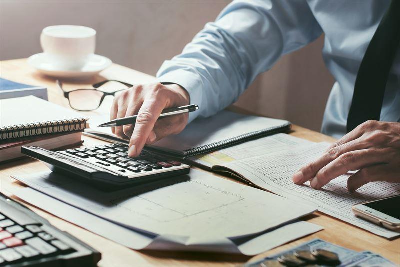 Ustawa o podatku VAT wraz z załącznikiem nr 15. Co miało na celu wprowadzenie zasady split payment? Które towary i usługi zostały objęte tym obowiązkiem?